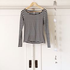 Free People Striped Top Gently worn black and white striped long sleeve Free People top. Extremely comfortable form-fitting stretch fabric. Pairs great with black jeans and ankle boots. Perfect for an Audrey Hepburn type look or a French mime costume✨ Free People Tops