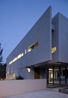 Aharoni House in Israel by STAV - Homaci.com