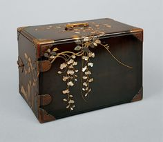 Burke Collection | Portable chest (sagetansu, 提箪笥) with wisteria