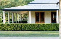 Hedge, verandah