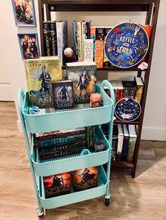 #throneofglassseries #booklovers #read #bookrecommendation #bookrecs #sarahjmaas #maas #bookshelf #bookstagraminspiration #bookstagram Laini Taylor, Reading Tree, Sarah J, The Heirs, Book Collection, The Dreamers, Books, Libros, Book