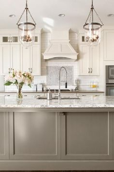 Uplifting Kitchen Remodeling Choosing Your New Kitchen Cabinets Ideas. Delightful Kitchen Remodeling Choosing Your New Kitchen Cabinets Ideas. Two Tone Kitchen Cabinets, Kitchen Cabinet Colors, Painting Kitchen Cabinets, Kitchen Paint, Kitchen Redo, Kitchen Colors, Kitchen Styling, Kitchen Ideas, Two Toned Kitchen