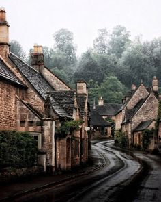 Castle Combe UK The Ultimate Cotswolds Guide: 8 Picturesque Towns and Villages It's a gloomy day here at the cottage, perfect for armc. Oh The Places You'll Go, Places To Visit, Cotswold Villages, Castle Combe, Wanderlust, Adventure Is Out There, Adventure Travel, Beautiful Places, Beautiful Pictures