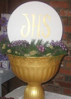 First Communion Outdoor Party Ideas | Found on utopiapartydecor.blogspot.com