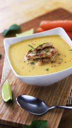 Asian carrot soup with grilled chicken // Asiatische Karotten-Suppe mit gegrilltem Hühnchen