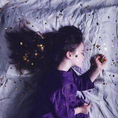 Ein Klartraum, auch luzider Traum genannt, ist ein Traum, in dem sich der Träumer bewusst ist, dass er träumt und nach eigenem Entschluss handeln kann. #AusAscheUndNacht #urbanfantasy #urbanfantasyroman #urbanfantasybooks #urbanfantasynovels #yaurbanfantasy Cosmic Girls, The Dreamers, Wallpaper, Artist, Artwork, Instagram, Night, Work Of Art, Auguste Rodin Artwork