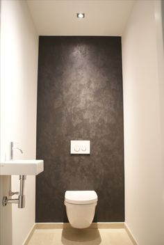 1000 images about huis inrichting toilet badkamer on for Best paint finish for bathroom ceiling