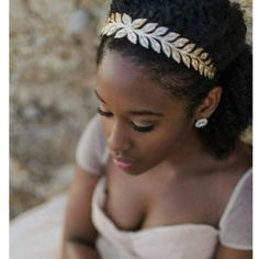 How to beautifully style afro hair for your wedding - There are so many amazing bridal hairstyles that look great on black women; from letting your hair - Afro Wedding Hairstyles, Afro Hairstyles, Afro Hair Up, Twist Out Styles, Natural Hair Wedding, Curly Hair Styles, Natural Hair Styles, Bridezilla, Bridal Session