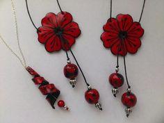 bijoux fleurs en pâte polymère   collection rouge et noir