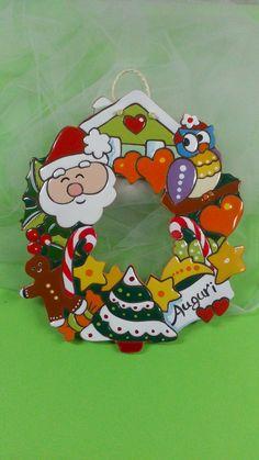 ceramica come mestiere: Allegra e colorata ghirlanda natalizia in ceramica.