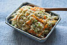 いちばん丁寧な和食レシピサイト、白ごはん.comの『おからの煮物の作り方』を紹介するレシピページです。煮物の定番中の定番のおからの煮物。そのおからの煮物をおいしく作るコツは、油を少し多めに入れること。そうすることでしっとりと美味しく仕上がります!