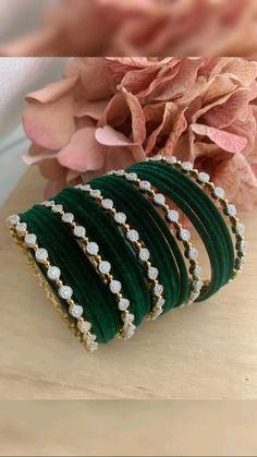 Bridal Jewellery Inspiration, Indian Bridal Jewelry Sets, Indian Jewelry Earrings, Jewelry Design Earrings, Jewelery, Antique Jewellery Designs, Fancy Jewellery, Stylish Jewelry, Thread Bangles Design