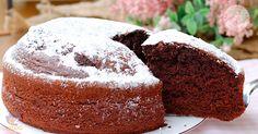 torta frullata al cioccolato una torta morbida, soffice, facile e velocissima perchè preparata direttamente dentro al frullatore.
