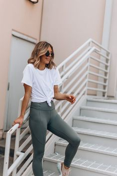 fitness outfits The color of leggings you need right now Cute Workout Outfits, Workout Attire, Cute Casual Outfits, Workout Wear, Fitness Outfits, Fitness Pants, Stylish Outfits, Zumba Fitness, Nike Workout