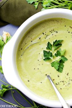 Roasted Garlic and Asparagus Soup - Deliciously creamy, yet healthy and easy to make soup with roasted garlic and asparagus. Roast Tomato Soup Recipe, Tomato Soup Recipes, Healthy Soup Recipes, Gourmet Recipes, Vegetarian Recipes, Cooking Recipes, Vitamix Recipes, Veg Recipes, Yummy Recipes