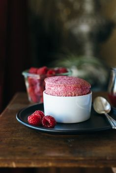 A delicious gluten-free and refined sugar-free dessert (and perfect for Valentine's Day! Paleo Dessert, Delicious Desserts, Dessert Recipes, Paleo Fruit, Omelettes, Gourmet Recipes, Sweet Recipes, Cooking Recipes, Quiche