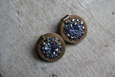 vintage 1940s earrings / 40s weiss rhinestone earrings / gold mesh and blue aura borealis rhinestone / 40s gram button earrings / clip