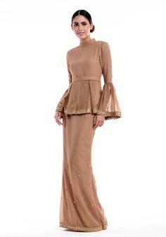 Discover recipes, home ideas, style inspiration and other ideas to try. Muslim Fashion, Modest Fashion, Hijab Fashion, Fashion Dresses, Kebaya Modern Dress, Kebaya Dress, Baju Kurung Lace, Kurung Peplum, Malay Wedding Dress