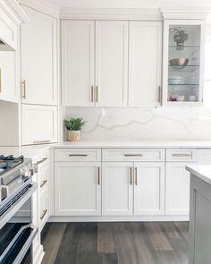 Kitchen Dinning, Home Decor Kitchen, Kitchen Interior, Home Interior Design, Home Kitchens, Dining, Kitchen Cabinet Design, Modern Kitchen Design, White Shaker Kitchen Cabinets