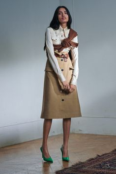 Moda Victoria Beckham, Style Victoria Beckham, Victoria Beckham Collection, Look Fashion, Fashion Show, Fashion Clothes, Black Catsuit, Cotton Sweater, Vogue Paris