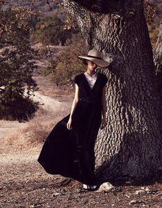 Leçon de style d'une cowgirl chic. © Nicolas Moore. Cliquez sur la photo pour découvrir la silhouette.