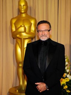 Robin Williams (at the 82nd Annual Academy Awards, 2010) wearing Gold & Wood, model I04-42. Photo credit: Kevork Djansezian.