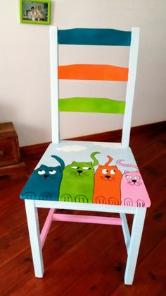 Upcycled furniture diy ideas chairs 46 Ideas for 2019 Hand Painted Chairs, Whimsical Painted Furniture, Hand Painted Furniture, Funky Furniture, Paint Furniture, Repurposed Furniture, Furniture Projects, Furniture Makeover, Diy Projects
