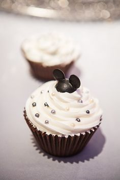 Mickey Mouse cupcakes- perfect for a destination Disney wedding