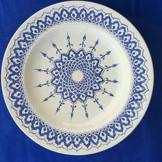 Pottery Painting Designs, Paint Designs, Islamic Patterns, Arabic Art, Tile Art, Baby Knitting Patterns, Porcelain Tile, Decorative Plates, Blue And White