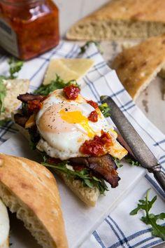 Bacon Egg and Arugula Breakfast Sandwich on Ciabatta Bread - Country Cleaver Breakfast And Brunch, Easy Healthy Breakfast, Best Breakfast, Healthy Snacks, Healthy Recipes, Health Breakfast, Brunch Recipes, Breakfast Recipes, Breakfast Ideas