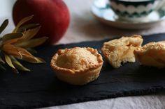 おやつ  手作り感満載の チビ手びねりパイ フィリングはカスタードとりんご りんごがおいしい季節  #おやつ#お菓子#パイ#手びねりパイ#りんご#ティータイム#おうちおやつ#おうちカフェ#焼菓子#コーヒー#スイーツ #pie#homemade#apple#sweets#baking#onthetable#foodphotography#coffee#coffeetime#teatime#ouchigohan#lin_stagrammer#yummy#instabake