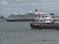 Queen Victoria doing a 380 degree turn on the Mersey river