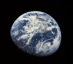 ⭐️Apollo 8 Anniversary TODAY⭐️ Apollo 8 crew were the first humans to see Earth as a whole planet 🤯They took this historic picture you're looking at, exactly 50 years later 😮 Picture by NASA Sistema Solar, Cosmos, Earth Hour, Earth Day, Planet Earth, Carl Sagan, Apollo Missions, Earth From Space, Interstellar
