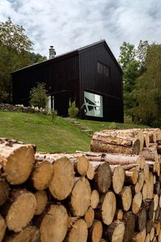 Old barn revamped to elegant yet functional pad in Czech Republic