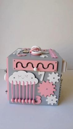 Activities For Girls, Infant Activities, 8 Month Old Baby Activities, Toddler Toys, Baby Toys, Toddler Girls, Busy Board Baby, Toddler Busy Board, Diy Busy Board