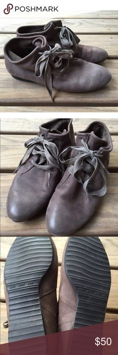 Paul Green Munchen Gray Leather Booties Sz 5.5 Women's Paul Green Gray Leather Booties Flat heel UK size 3.5, US size 5.5 Gorgeous leather booties! They look never worn. Very clean.  Cute ribbon lace up. Paul Green Shoes Ankle Boots & Booties