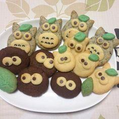 時間かかりましたが、みんな大好きあのキャラクターをクッキーにしてみました。レシピはクックパッドを参考に。 ととろの体のグレーはすりゴマです。セサミクッキー好きなので味としては大トトロが好き。でも小トトロの上目遣いにやられます(笑) とにかくそれぞれのキャラクターの表情に癒されます♡ ただ、可愛い過ぎてなかなか食べれない笑! - 88件のもぐもぐ - 初めてのキャラクタークッキー。ととろ*まっくろくろすけバージョン。 by stepu0929yxm