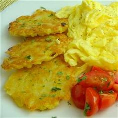 Weekend Hash Browns @ The Life and Loves of Grumpy's Honeybunch - I use cornstarch when shredding a pound of cheddar cheese. I wonder if it would help with shredded potatoes to make them less watery. Amish Recipes, Potato Recipes, Cooking Recipes, What's Cooking, Yummy Recipes, Pennsylvania Dutch Recipes, Good Food, Yummy Food, Yummy Eats