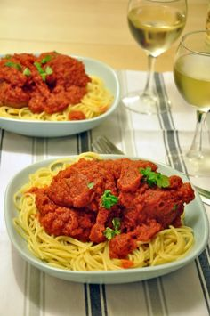 Pulpety w pikantnym neapolitanskim sosie Spaghetti, Ethnic Recipes, Food, Essen, Meals, Yemek, Noodle, Eten
