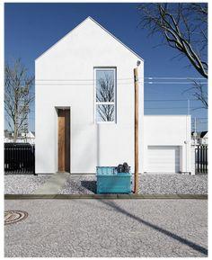Japan Modern House, Japan House Design, Villa Design, Facade Design, Korean House, House Tokyo, Triangle House, White Exterior Houses, Minimalist House Design