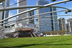 Le Pavillon Jay Pritzker est un endroit incontournable de la vie à Chicago. De passage en été, ne loupez les soirées musique et cinéma.