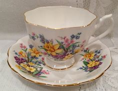 Vintage Queen Anne Fine Bone China Tea Cup & Saucer Set