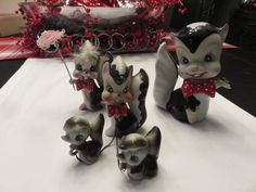 Japan Skunk 5 Figurines with matching bow ties ! super cute! Vintage!