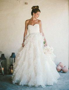 gorgeous Oscar de la Renta bridal gown