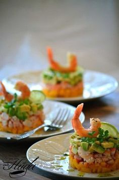 food_drink - Tartar de langostino, mango y aguacate Good Food, Yummy Food, Cooking Recipes, Healthy Recipes, Cooking Corn, Appetisers, Food Presentation, Brunch, Gastronomia