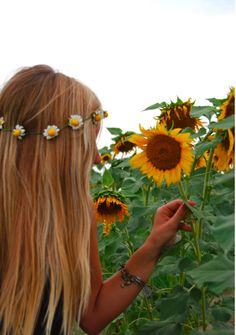 Love flowers in the hair!
