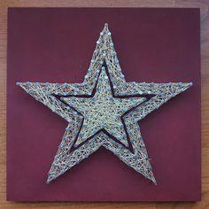 Estrella de Navidad. Madera lacada en color rojo oscuro. Hilo dorado. Clavos a doble altura. Medidas: 20x20 cm. €7.99