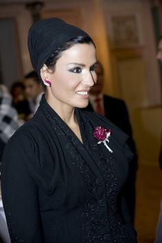 Sheikha Mozah looks stunning in black Dior couture suit from Fall 2007 collection and Van Cleef & Arples diamond jewelries. She knows how to rock black, the iconic Dior jacket was tailored to perfection. Cool Winter, Lesage, Dior Couture, Royal Jewels, Vogue, Doha, Muslim Women, Royal Fashion, Modest Fashion