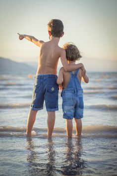 boy and girl standing at beach We were on a family vacation and I managed to convince my 6 and […] Martin Luther King, Photo Main, Silhouette Photography, Dylan Thomas, Perfect Together, Girl Standing, Free Beach, Tree Silhouette, Kids Wallpaper