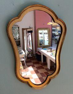 kultakehyksinen peili . korkeus 59cm . leveys 40cm . kooPernu